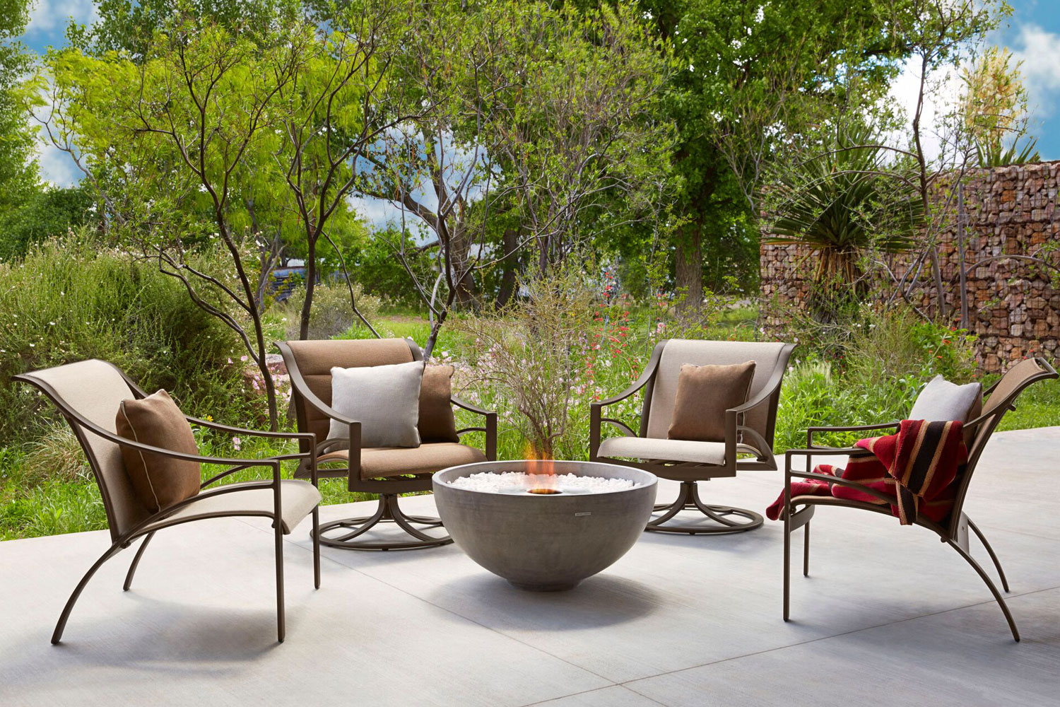 Pleasant Outdoor And Patio Furniture Down To Earth Living Home Interior And Landscaping Ologienasavecom