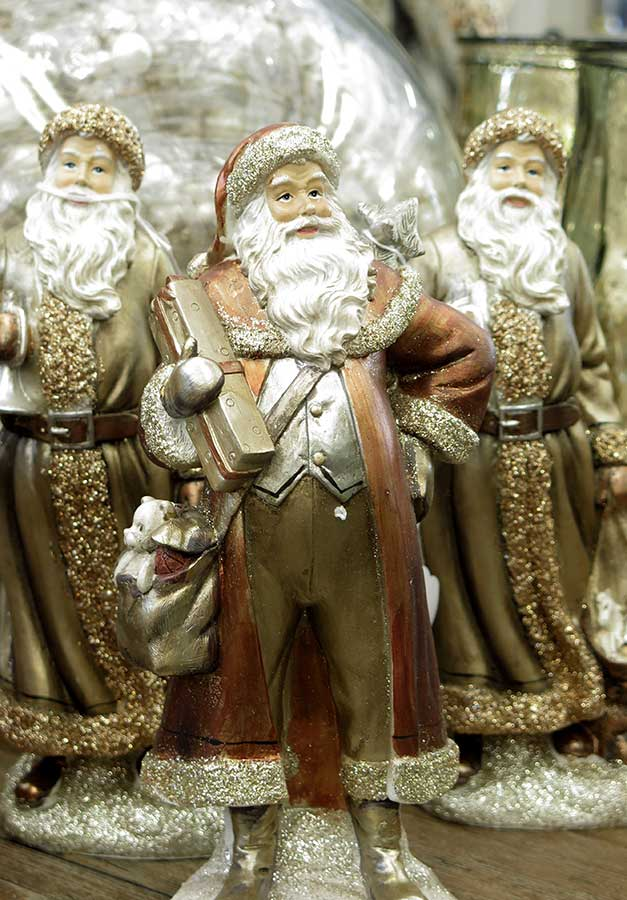 Metaillic Santa Figurines
