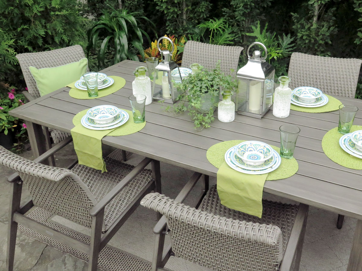Fortuna Dining with a Cheerful Green Tabletop Setting