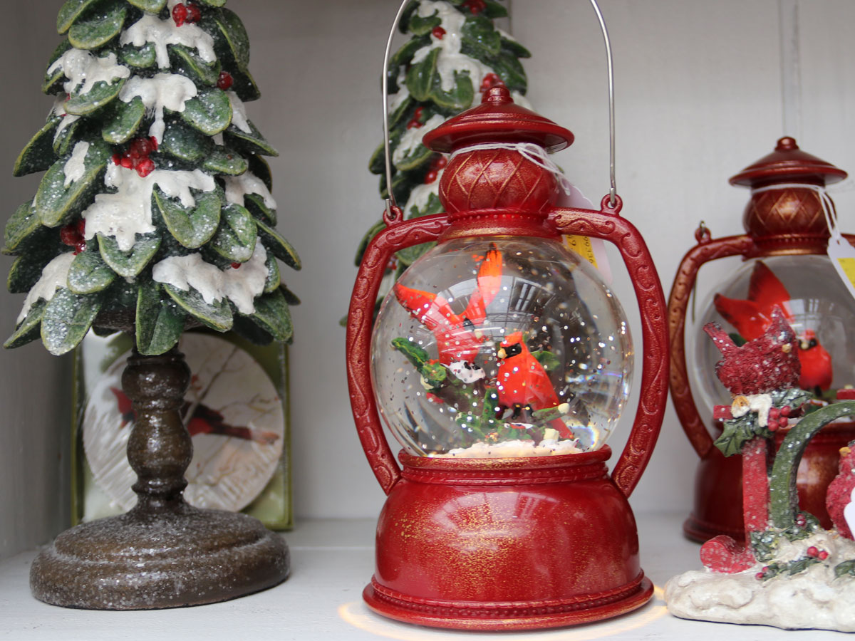 Decorative Tree and Lanterns with Cardinals