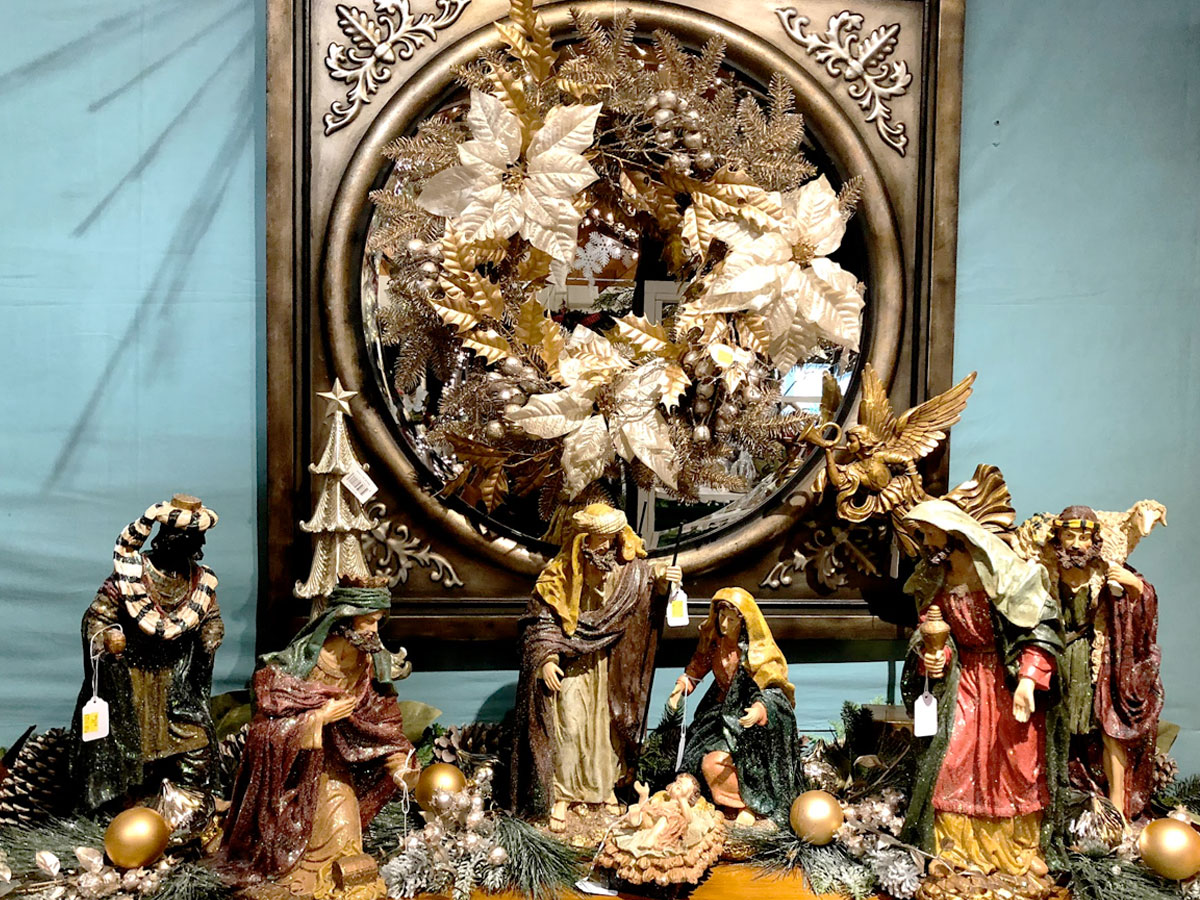 Nativity Scene with Mirror