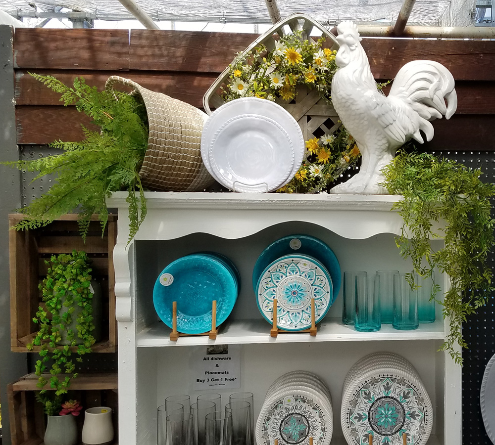 Country Chic Decor and Dinnerware