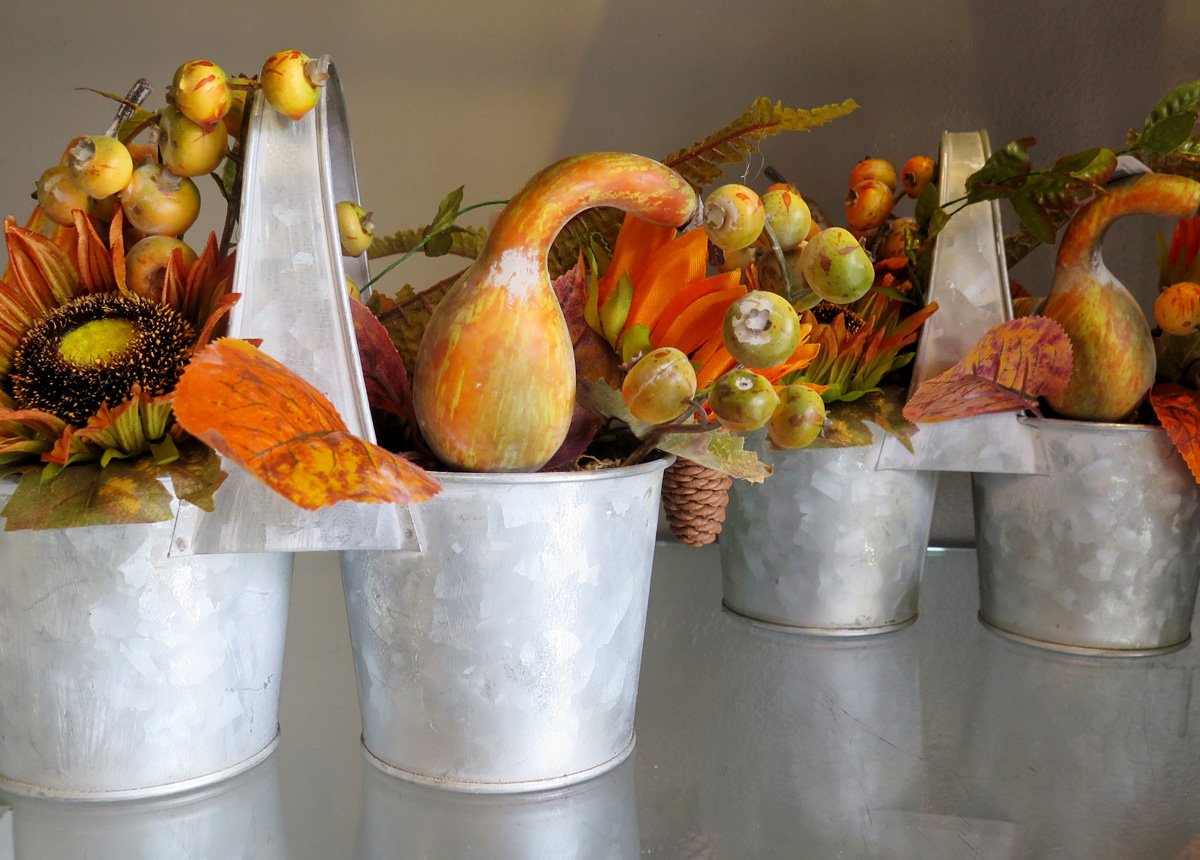 Decorative Fall-themed Centerpieces