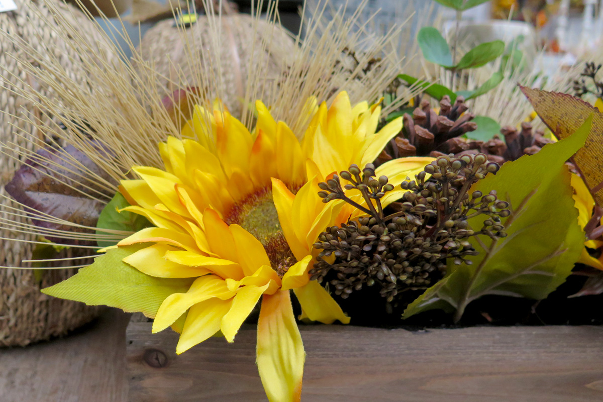 Fall-themed Yelow Floral Detail