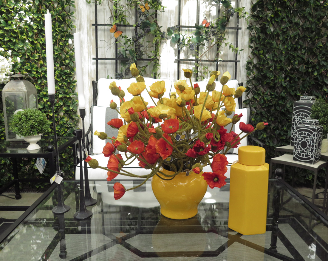 Stunning Flowers and Award-Wining Home Decor