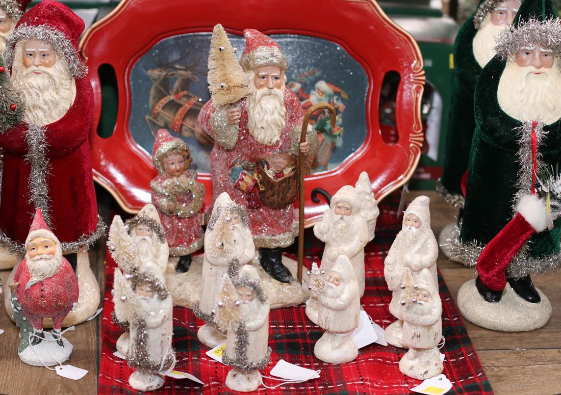 So many Santas!